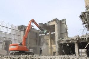 26.家の解体工事から作業認可の申請まで行います